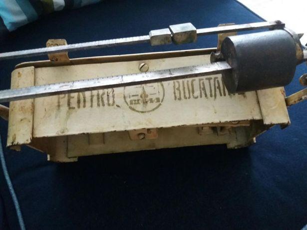 "Cantar 1952 vintage ""PENTRU BUCATARIE"". vopsea originala. Functional"