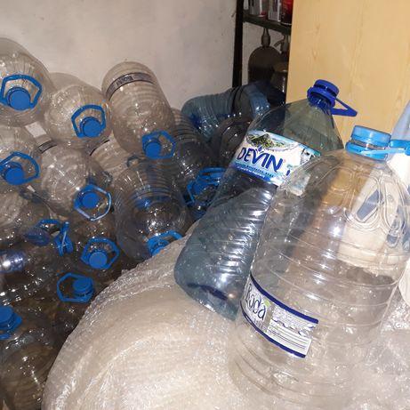 Празни 11 литрови бутилки от минерална вода