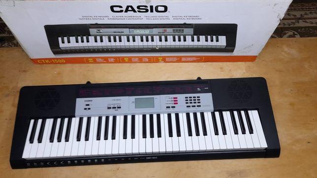 Синтезатор базового уровня, 61 чуствительная клавиша рояльного типа, 1