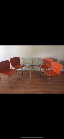 Стол стеклянный с 4 стулями