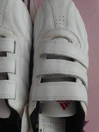 Adidas Нови маратонки номер 40 стелка 25.5 см