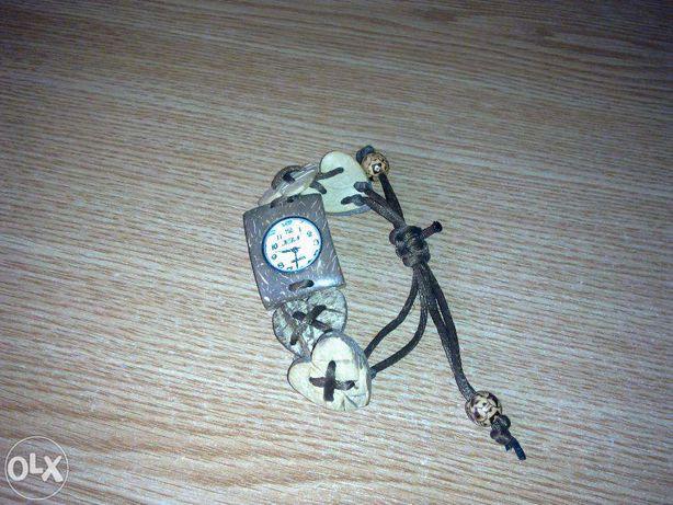 Bratara cu ceas