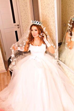 Продам свадебное платье на корсете с фатой и кругом . Полный комплект