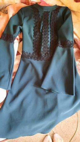 Платье изумрудно-зеленое