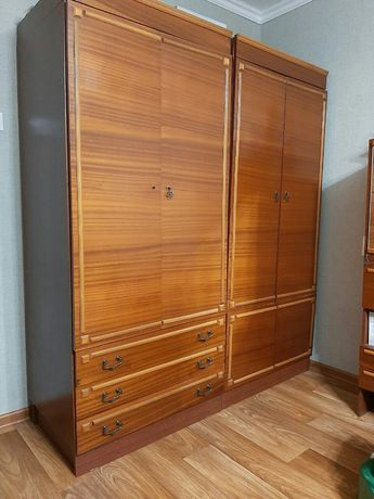 Продается спальный гарнитур: кровать,два шкафа,две тумбы и пенал.