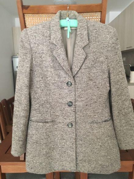 Продавам елегантно класическо дамско сако, размер 38, цена 20 лева