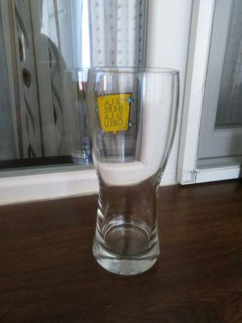 Vând pahare de bere