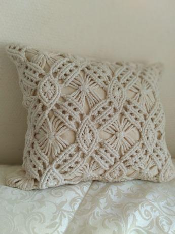 Декоративная наволочка-макраме на подушку