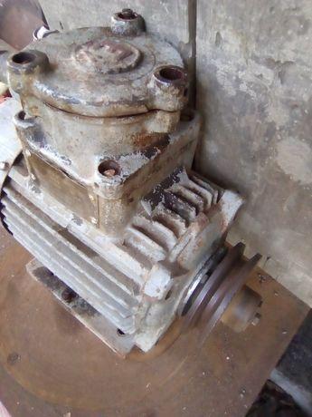 Motor 380v 1500rot/min 0,75 kV carcasă fontă, bob/cupru +1 cu flansă