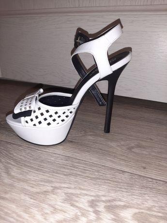 Продам обувь 35р