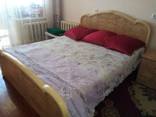 Спальня кровать.