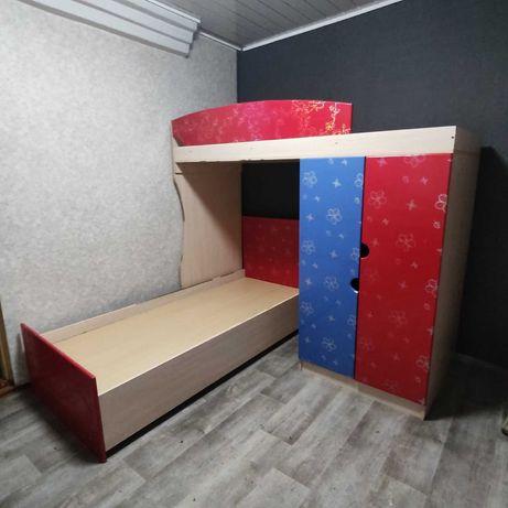 Продам угловую двухъярусную кровать