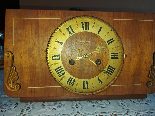 Vand doua ceasuri vechi mecanice