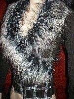 Блуза с пухена яка