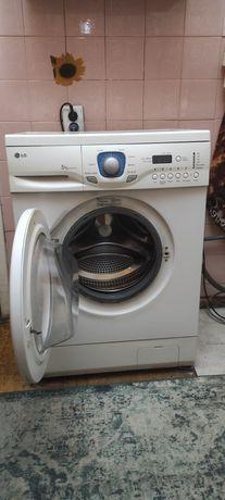 Продам стиральную машину LG на 5 кг в рабочем состоянии