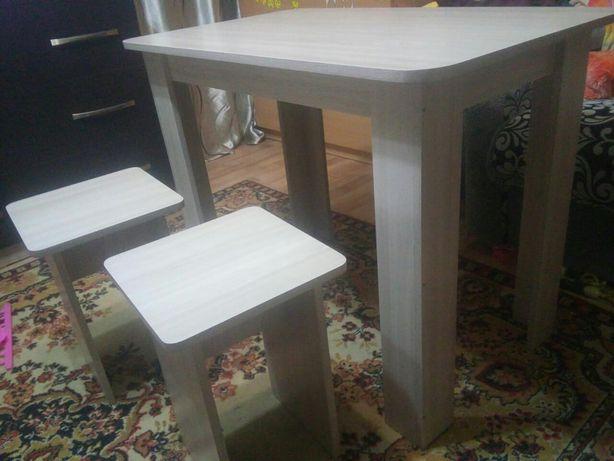 Стол + 4 табурета. НОВЫЕ