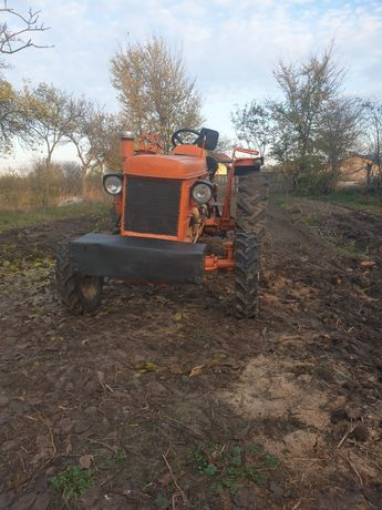 Tractor renault 45 cp in 3 pistoale  răcire pe aer