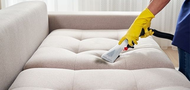 Химчистка мягкой мебели диванов , ковраланов и стульев