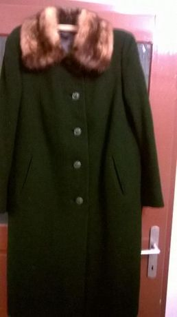 Palton verde Vintage cu guler din blana de vulpe.