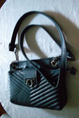Тъмносиня чанта от Италия, подходяща за ежедневно носене