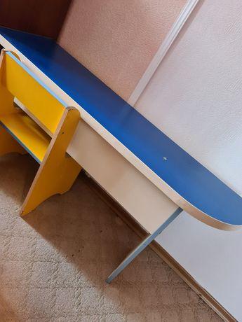 Продам детский стол со стульями