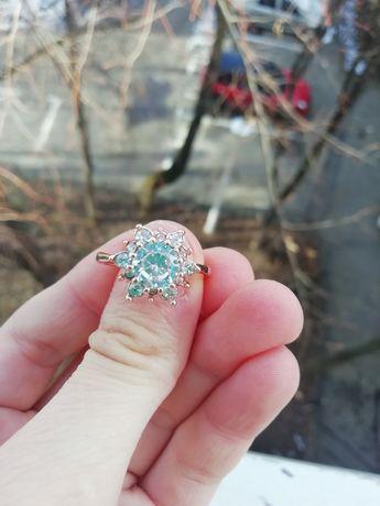 Inel cu floare, mărimea/size 8 (nu e aur, nu e argint)