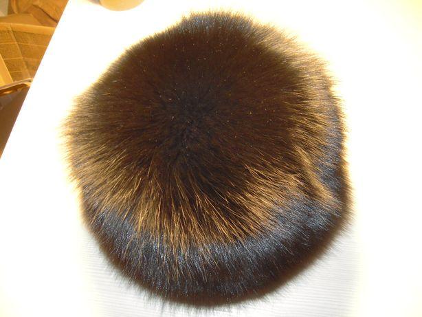 Caciula din blana de vulpe in stare foarte buna, diam. interior 18 cm.