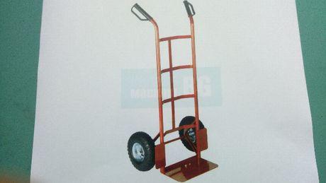 Товарна количка за товари, под наем.