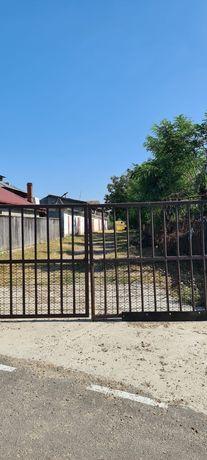 Vând grajd+casă  vis a vis de avicola Bucești