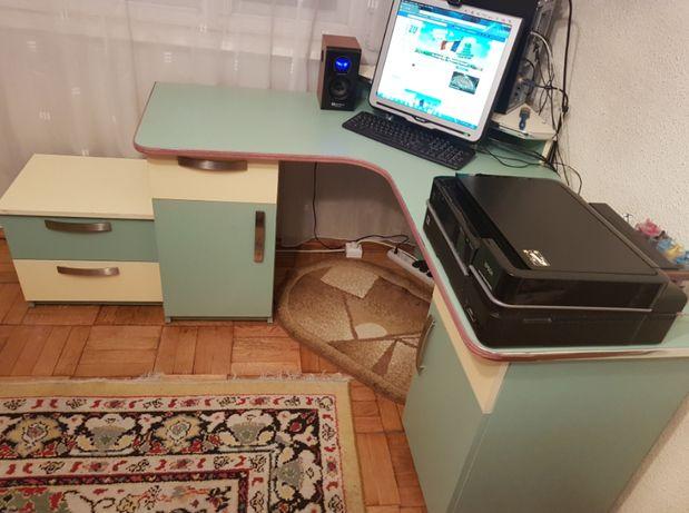 Birou de colț pentru PC/calculator