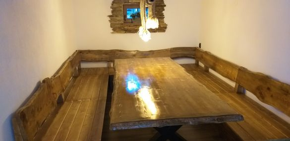Дървена маса и пейки