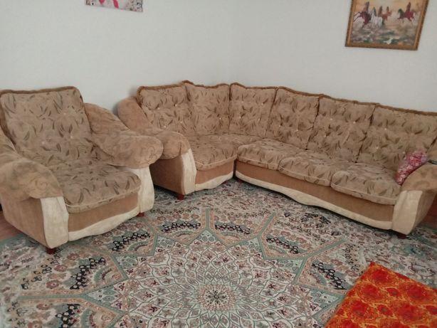 Продается угловой диван,  с креслом