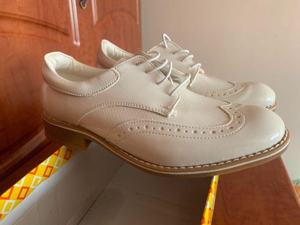 Обувь новая с Турции качественное ,покупали для себя , кеды 7000 тыс