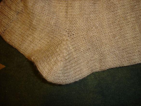 Ръчно изплетени вълнени чорапи