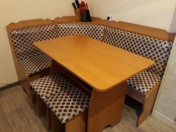 Кухонный уголок со стульями