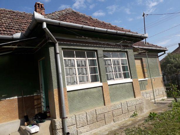 Casa de vanzare in localutate Iojib -cu téren de 23 ari