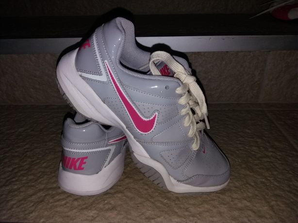 Adidasi Nike fete 35
