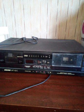 Продам двухкассетный магнитофон с кассетами