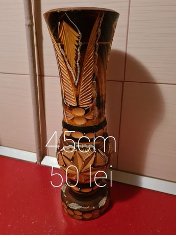 Vază lemn decorativă la 50 lei