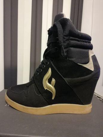 Спортни дамски обувки Fornarina