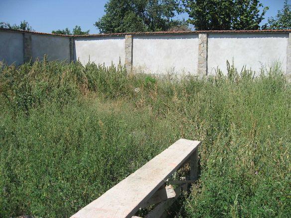 Почистване на дворове и градини и извозване на органичен отпадък