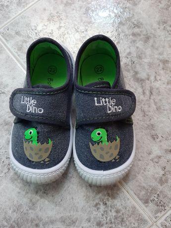 Обувки, пантофки