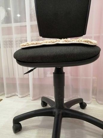 Дешёвое Компьютерное кресло в хорошем состоянии