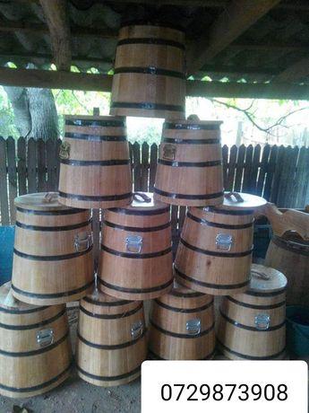 Butoaie din lemn si mese rustice