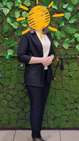 Классический женский чёрный брючный костюм