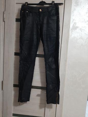 Pantaloni din imitație piele