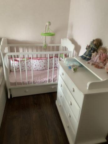 Кровать и комод для детской