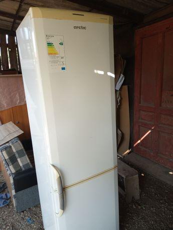 Vând combină frigorifică 2 compresoare.