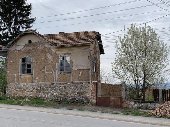 Къща парцел УПИ Коняво Кюстендил