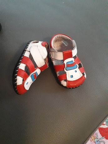 Sandalute de piele nr 18